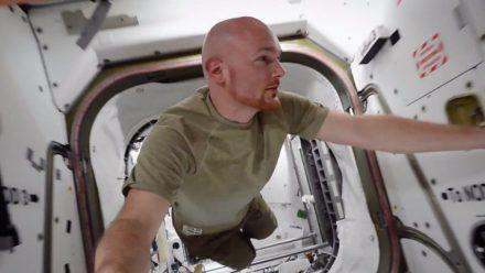 """Astronaut Alexander Gerst führt im Dokumentarfilm """"Wer wir waren"""" durch die ISS. (ili/spot)"""