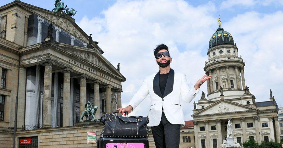 Der Modeschöpfer Harald Glööckler ist zu Besuch in Berlin.