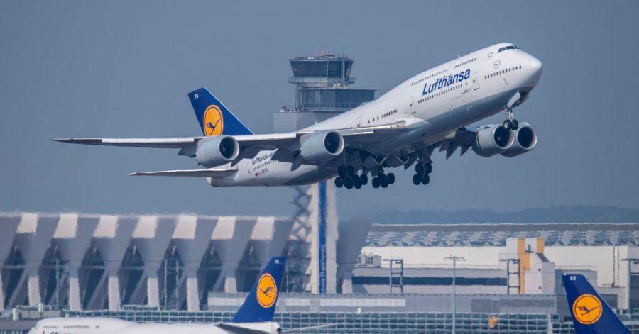 Wie Gäste künftig an Bord begrüßt werden, entscheidet nachAngaben der Lufthansa die Kabinenchefin oder der Kabinenchef.