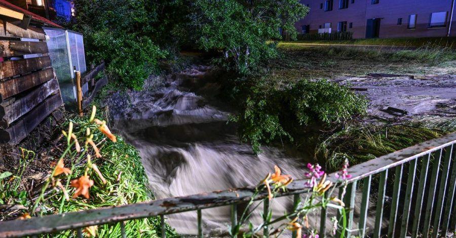 Kleine Bachläufe können nach starken Regenfällen reißende Fluten mit sich führen.