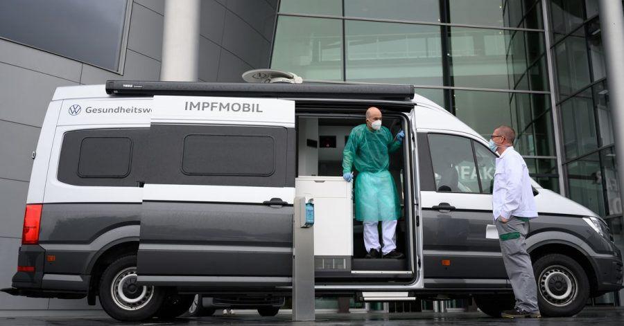 Ein zum Impfmobil umgebautes Wohnmobil in Dresden. Mehrere Bundesländer bereiten neue, einfachere Angebote für Impf-Unentschlossene vor.