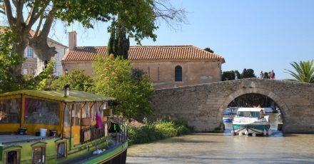 In Frankreich sind Hausboot-Fahrten auf dem Canal du Midi beliebt.