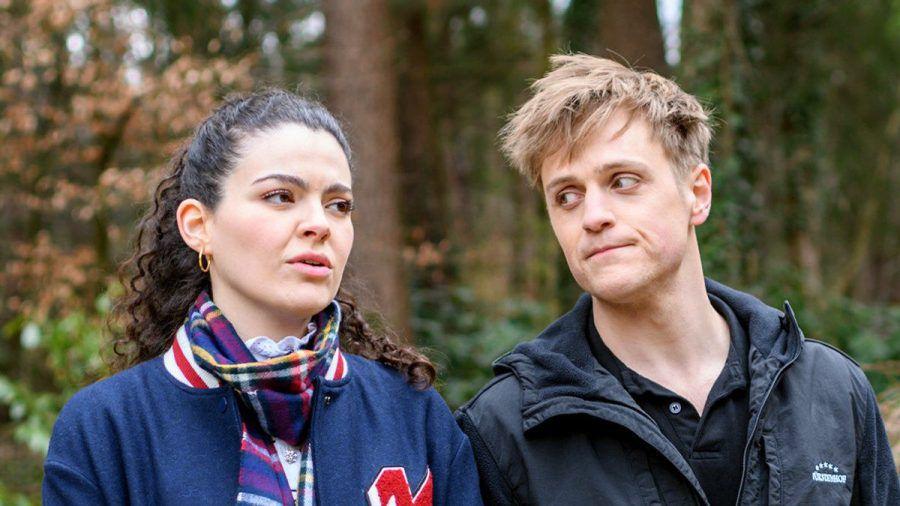 """""""Sturm der Liebe"""": Shirin erfährt von Max, dass Florian noch nicht offen für eine neue Liebe ist. (cg/spot)"""