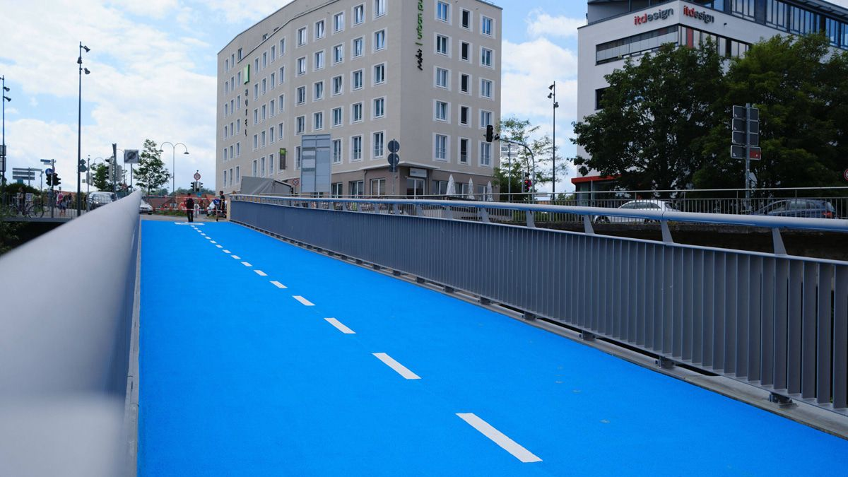 """Hier ist die Fahrradbrücke mit """"Fußbodenheizung"""""""