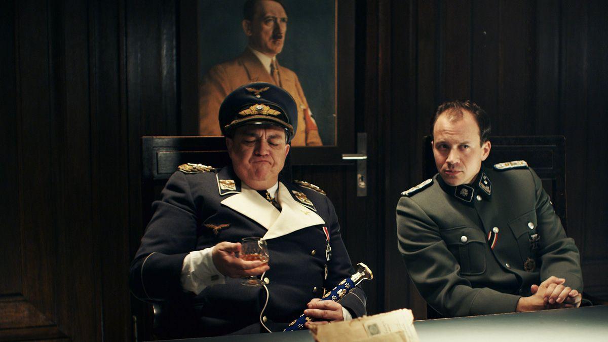 """Oliver Kalkofe"""" als Hermann Göring im Nazizombie-Irrsinn """"Sky Sharks"""