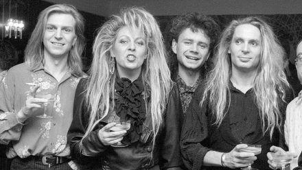 Danz 1989 mit den Silly-Musiker Barton, Reznicek und Hassbecker.