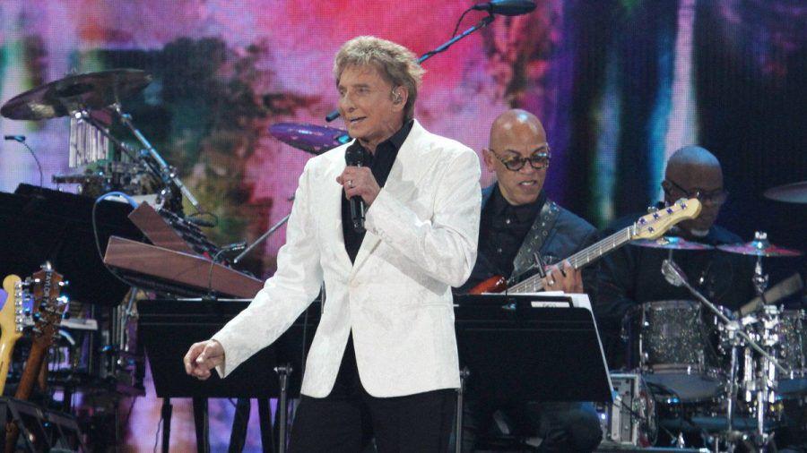 Sänger Barry Manilow konnte seinen Auftritt am Samstagabend nicht beenden. (wag/spot)
