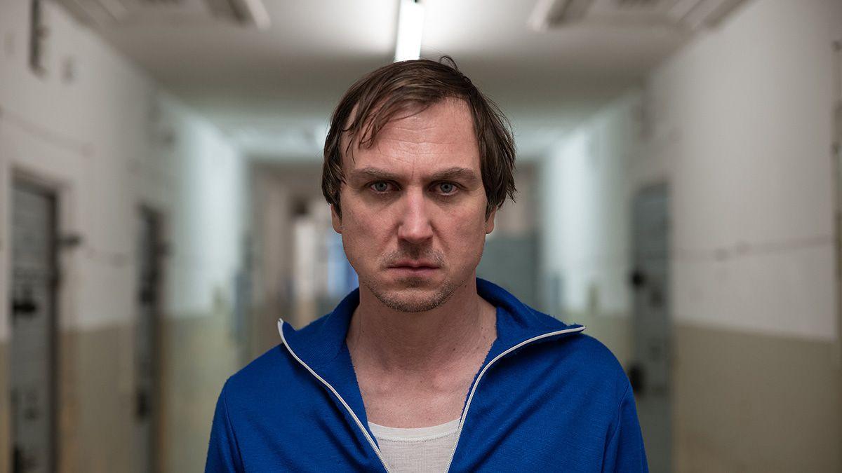 """Filmkritik: """"Nahschuss"""" mit einem furiosen Lars Eidinger als Stasi-Mann"""