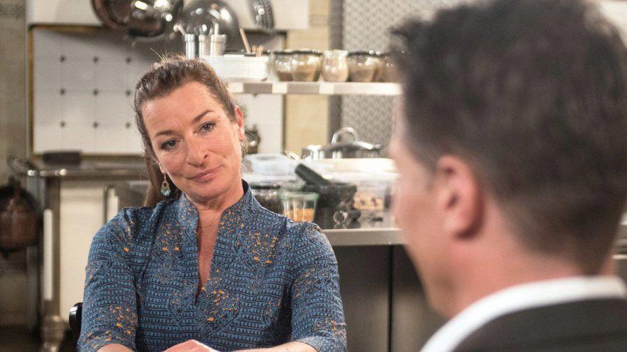 """""""Rote Rosen"""": Carla ist überrascht, dass Gregor nun eine einvernehmliche Scheidung will. (cg/spot)"""