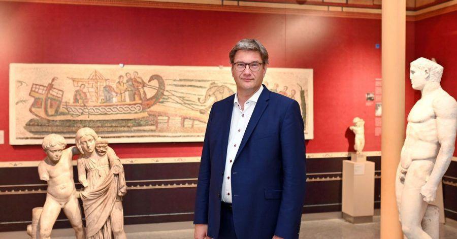 Eckart Köhne, Direktor des Badischen Landesmuseum, aufgenommen im Karlsruher Schloss in der Antikensammlung.
