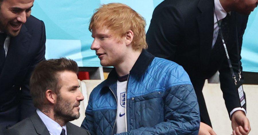 Kicker unter sich:David Beckham und Ed Sheeran beim WM-Achtelfinale England - Deutschland im Wembley Stadion.