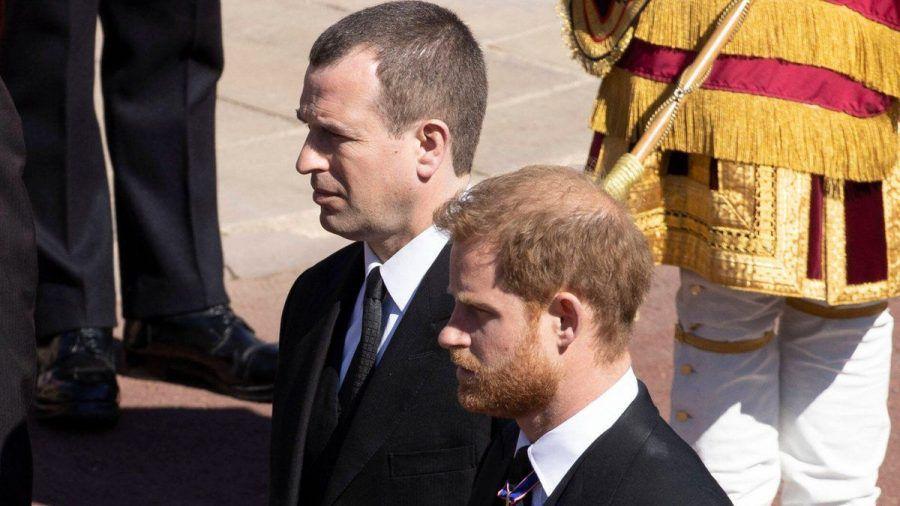 Peter Phillips (l.) neben Prinz Harry auf der Beerdigung von Prinz Philip (wue/spot)
