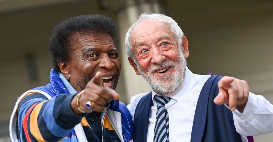 Roberto Blanco (l) und Dieter Hallervorden bei der Vorstellung des Programms für die neue Spielzeit im Schlosspark Theater.