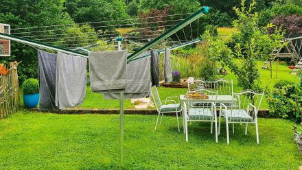 Nachhaltiges Wäschetrocknen ist in vielen - aber nicht allen - deutschen Haushalten selbstverständlich. (aha/spot)