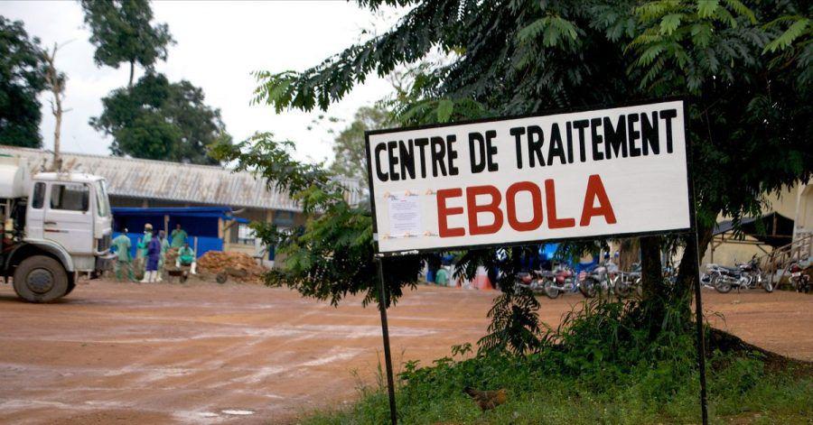 Ein Wegweiser kündigt den Eingang zur Ebola-Behandlungsstation in Gueckedou, Guinea, an. Im westafrikanischen Staat Elfenbeinküste ist der erste Fall der lebensgefährlichen Ebola-Krankheit seit mehr als einem Vierteljahrhundert registriert worden.