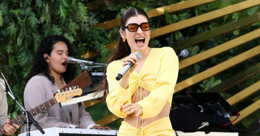 Lorde auf der Bühne.
