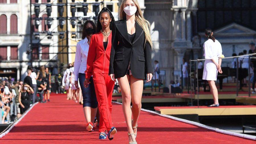 Leni Klum auf dem Laufsteg von Dolce & Gabbana. (eee/spot)
