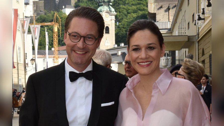 Andreas Scheuer und Julia Reuss bei den Salzburger Festspielen. (hub/spot)