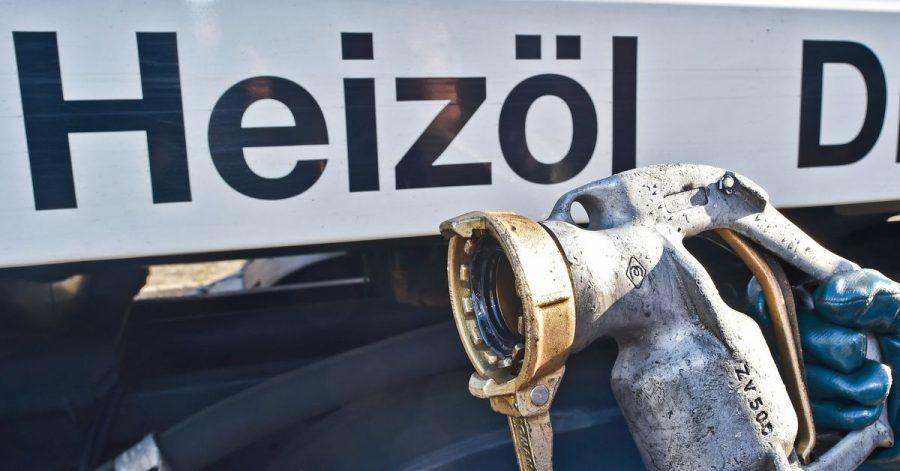 Anlieferung per Tanklastwagen: Etwa jede vierte Wohnung in Deutschland wird mit Öl beheizt.