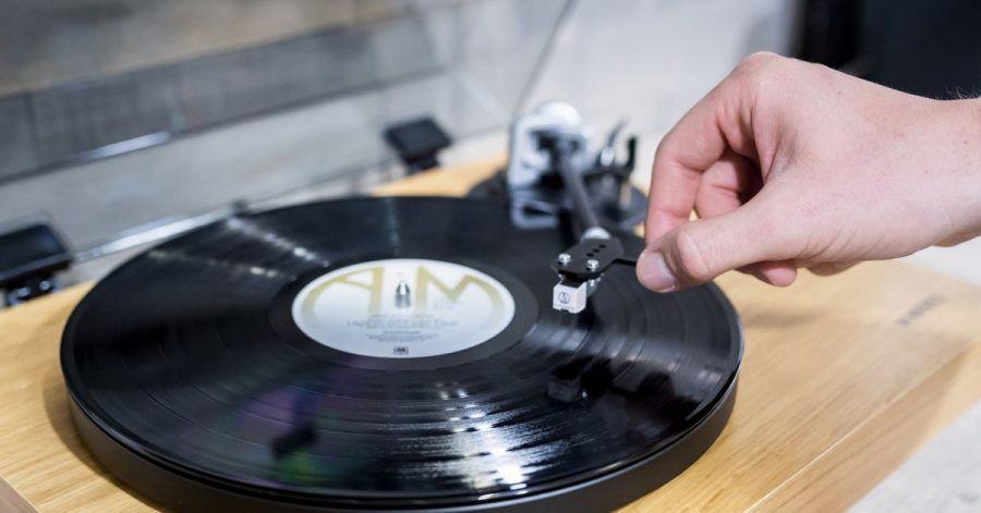Wer alte Schallplatten hat, kommt womöglich auf die Idee, diese noch möglichst gewinnbringend zu verkaufen - doch das Erlöspotenzial ist gering.