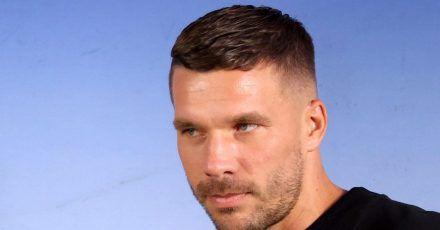 Lukas Podolski hat sich mit dem Coronavirus infiziert.
