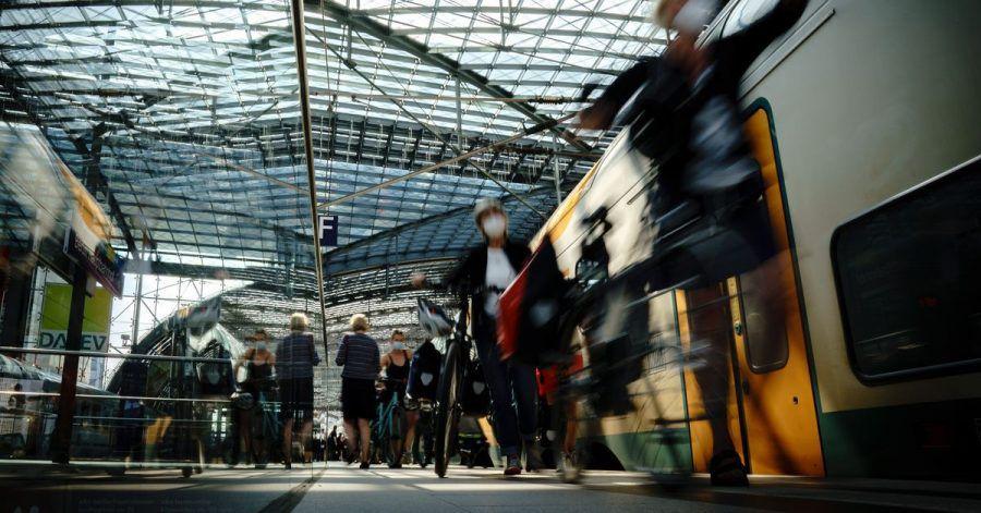 Bahnreisende brauchen aufgrund drohender Streiks womöglich bald viel Geduld. Bei Verspätungen und Zugausfällen können sie sich jedoch einen Teil der Kosten für das Ticket zurückholen.
