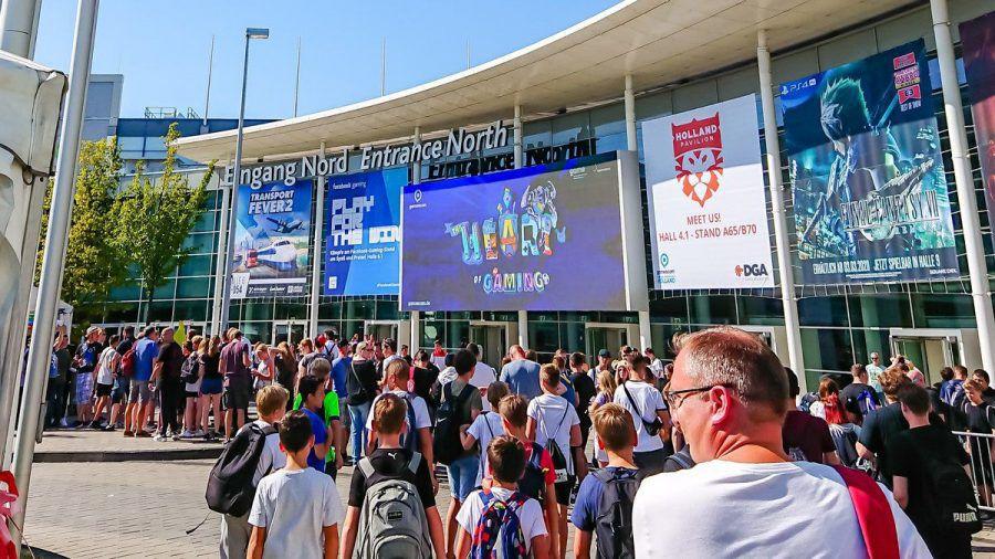 Solche Bilder, wie hier 2019 vor einem der Eingänge der Kölner Messe, wird es in diesem Jahr nicht geben (wue/spot)