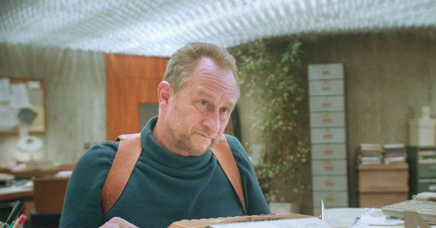 Kommissar Buron (Benoit Poelvoorde) - Hauptdarsteller in einer absurden Welt.