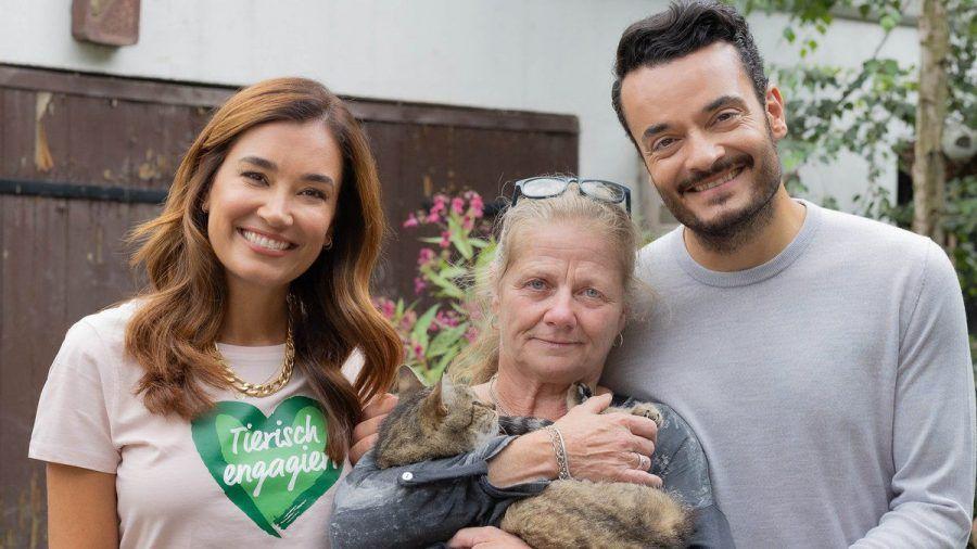Jana Ina und Giovanni Zarrella mit Heike Schneider, Gründerin und 1. Vorsitzende des Tierschutzvereins Gnadenhof Anna e.V. (spot)