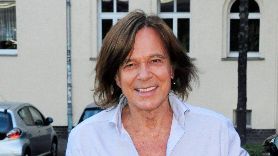 Schlagerstar Jürgen Drews log zu Beginn seiner Karriere über sein Alter. (ili/spot)
