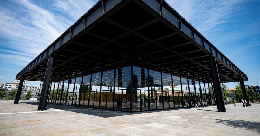 Die Neue Nationalgalerie in Berlin öffnet wieder ihre Türen für Besucher.