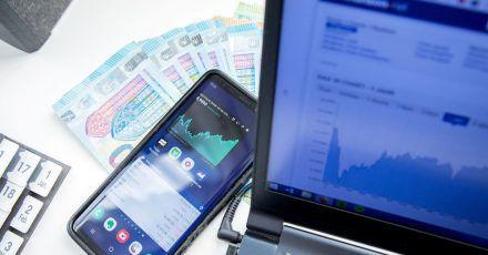 Fondsvermittler im Internet sind für Kunden oft günstig. Manche beteiligen Kunden sogar an Provisionen.