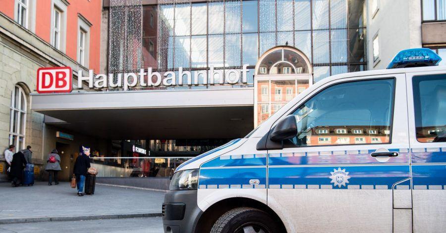 Nach einem umstrittenen Polizeieinsatz in einer Münchner S-Bahn-Station beginnt der Prozess.