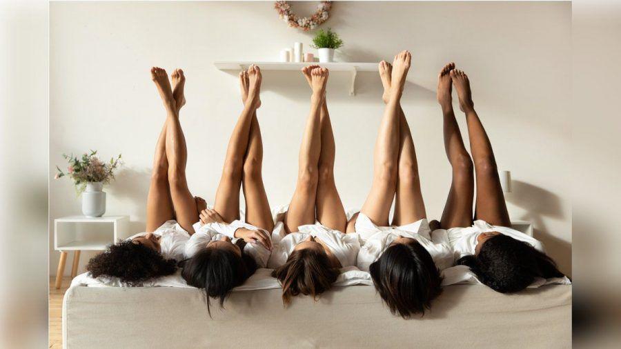 Zum perfekten Sommerlook gehören glatte und gepflegte Beine. (nra/spot)