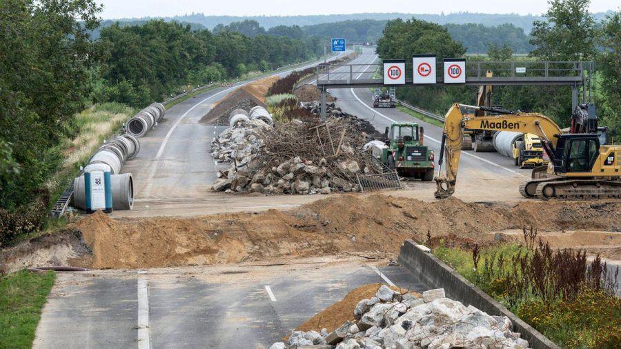 Auch Autobahnen wurden bei der Flutkatastrophe im Juli schwer beschädigt. (ili/spot)