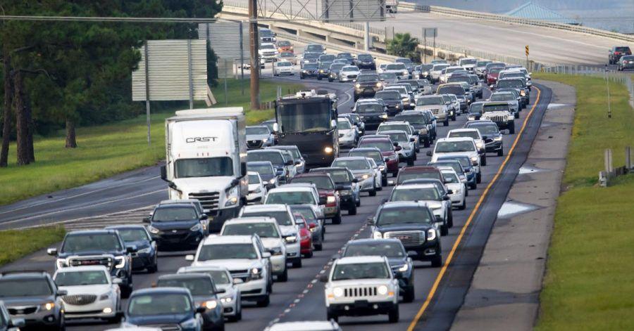 Die Interstate 10 an der Küste vonj Louisiana ist voll - Hurrikan «Ida» naht.