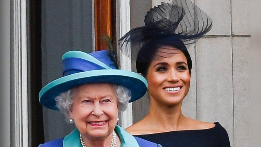 Herzogin Meghan und die Queen auf dem Balkon des Buckingham Palasts. (hub/spot)