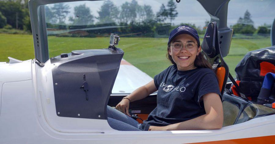 Die belgische Pilotin Zara Rutherford will in einem Shark Ultralight Flugzeug um die Welt fliegen.
