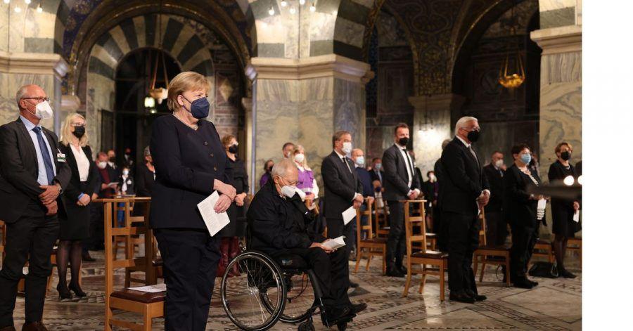 Bundeskanzlerin Angela Merkel (l-r), Bundestagspräsident Wolfgang Schäuble  und Bundespräsident Frank-Walter Steinmeier bei der Gedenkzeremonie in Aachen.