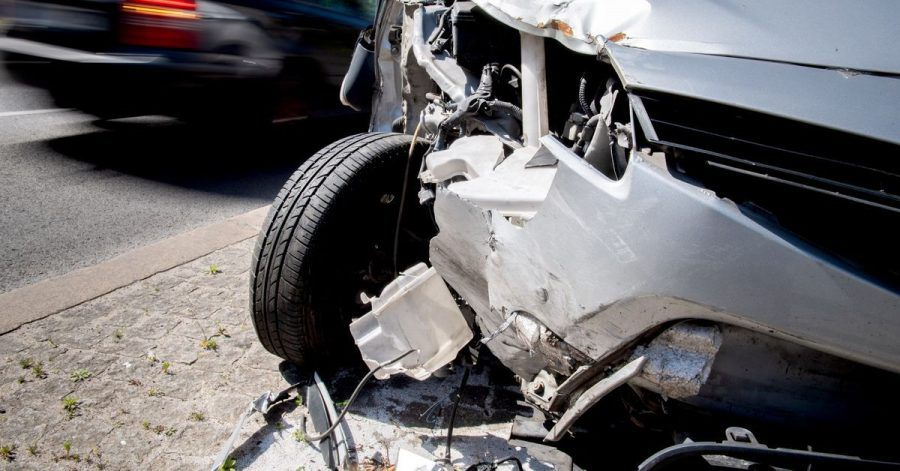 Ärgerlicher Blechschaden: Wer im Ausland einen Unfall hat, sollte gut vorbereitet sein. Obwohl sich bei der Unfallabwicklung einige Dinge wie in Deutschland verhalten, gibt es doch Besonderheiten.