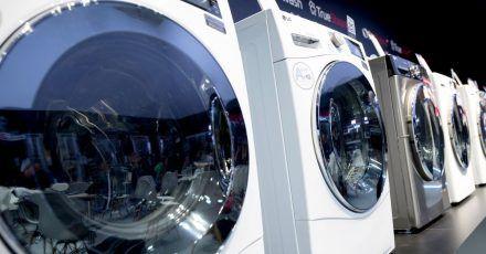 Sie sehen aus wie immer, ihr Inneres hat sich aber verändert: Waschmaschinen können heute viel mehr, als Kleidung nur heiß oder etwas kälter zu waschen.