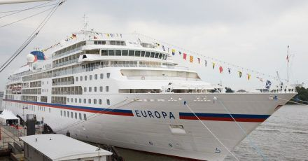 Das Kreuzfahrtschiff MS Europa im Hamburger Hafen (Archivbild).