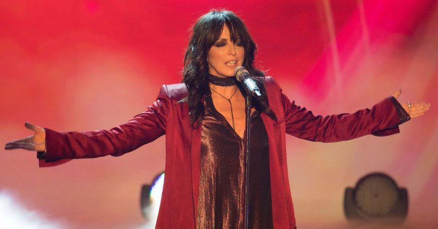 Sängerin Nena steht in der Live-Übertragung der ZDF-Sendung «Willkommen bei Carmen Nebel» in der TUI-Arena auf der Bühne.