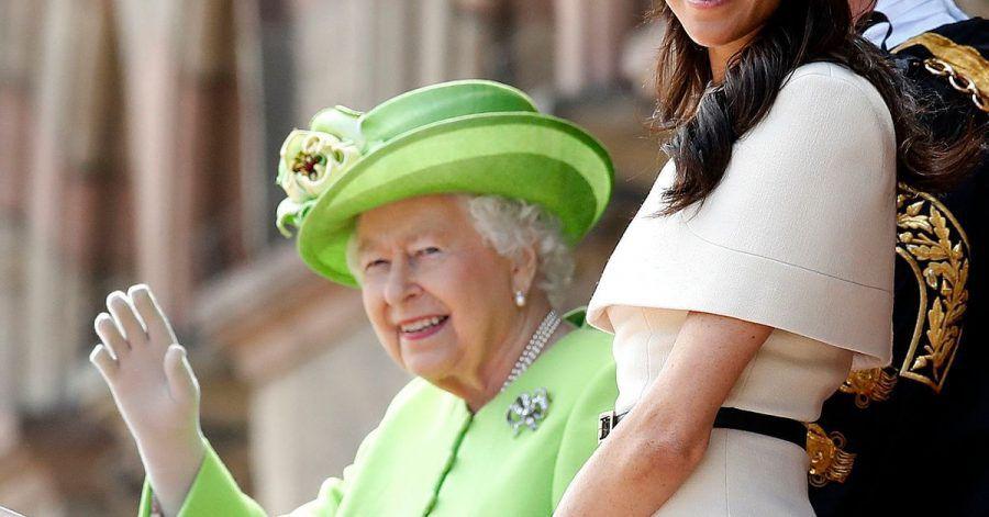 Königin Elizabeth II. und Herzogin Meghan 2018 in Chester.
