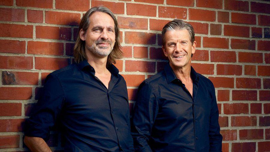 Richard David Precht (l.) und Markus Lanz bekommen einen neuen Podcast. (wue/spot)