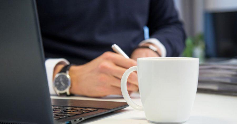 Manche Arbeitgeber stellen der Belegschaft kostenfrei Getränke zur Verfügung.