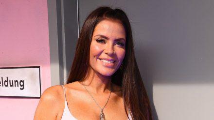 """Janine Pink, """"Promi Big Brother""""-Gewinnerin 2019, auf Stippvisite in der aktuellen Show.  (ili/spot)"""