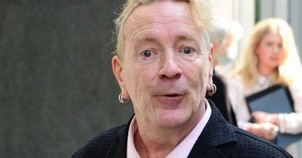 Frontmann John Lydon, alias Johnny Rotten, bei seiner Ankunft im Rolls Building des High Court.