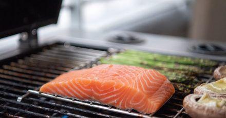 Ob mit oder ohne Haut, in der Pfanne oder auf dem Grill: Lachs ist einer der beliebtesten Speisefische in Deutschland.
