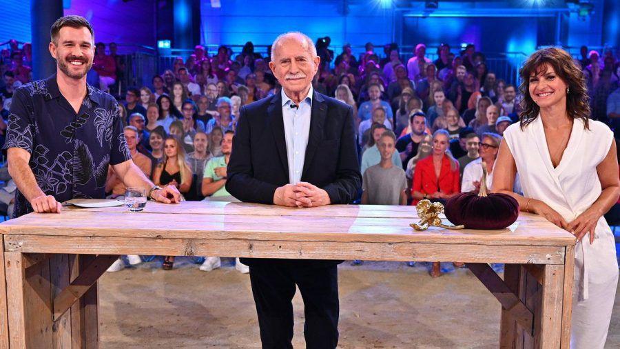 """Werner Hansch stattete der diesjährigen """"PBB""""-Staffel einen Besuch ab. (jom/spot)"""